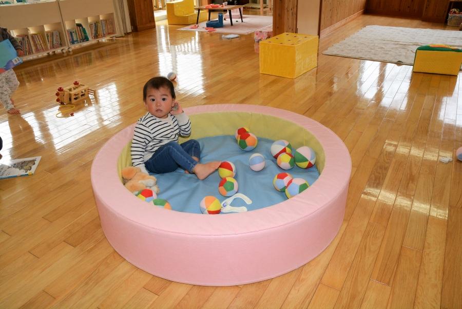 佐川町の「なかよしひろば」も室内は広々。大きなボールプールがあります