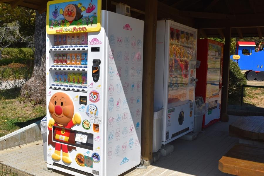 アイスの自動販売機もあります