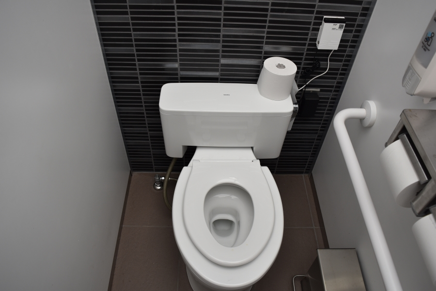 各個室のトイレに、子ども用便座やベビーチェアが完備されています