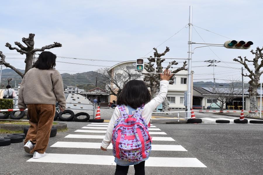 歩行者も、信号をしっかり確認しましょう