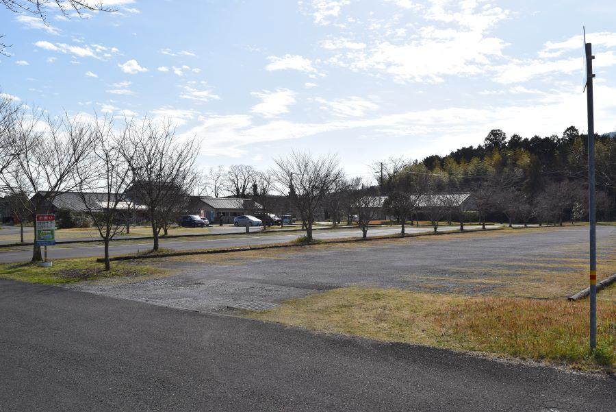 里のゾーン北側の駐車場