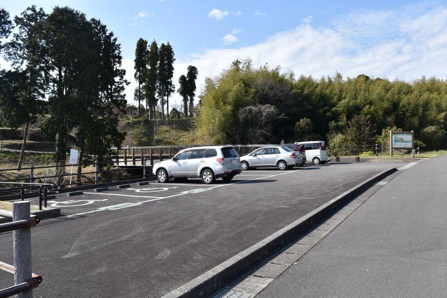 里のゾーン東側の駐車場