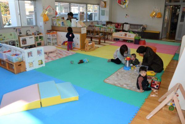 赤ちゃんの発達に応じた遊び方を紹介|「遊び込み」をやってみよう【乳児編】