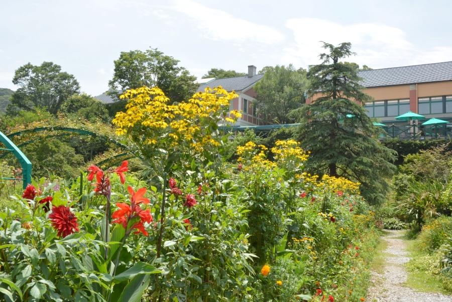 「花の庭」では季節の花々が楽しめます