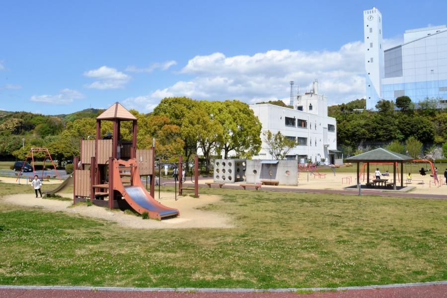 エコ・パーク宇賀|高知市の清掃工場横の公園。広い芝生エリアが人気です