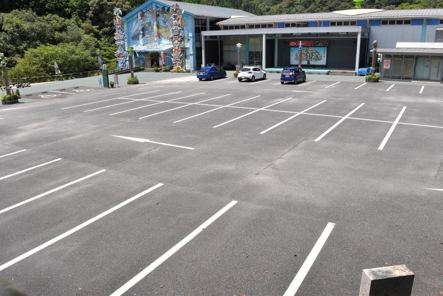 50台ほど駐車できます
