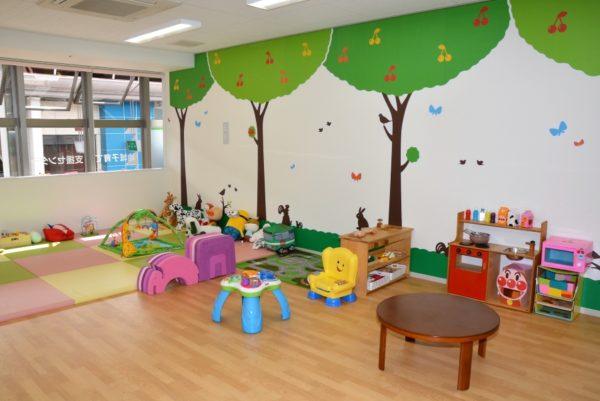 高知市地域子育て支援センター「さくらんぼの森」