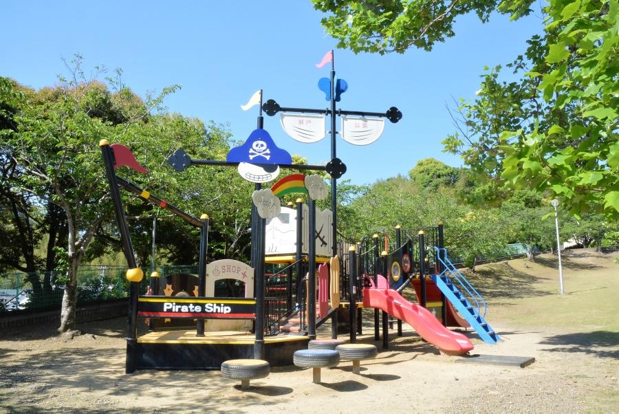 瀬戸公園(海賊公園)| 高知市南部にあり、海賊船の遊具が人気です