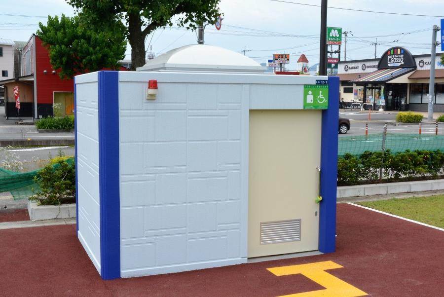 駐車場の西側にも多目的トイレがあります