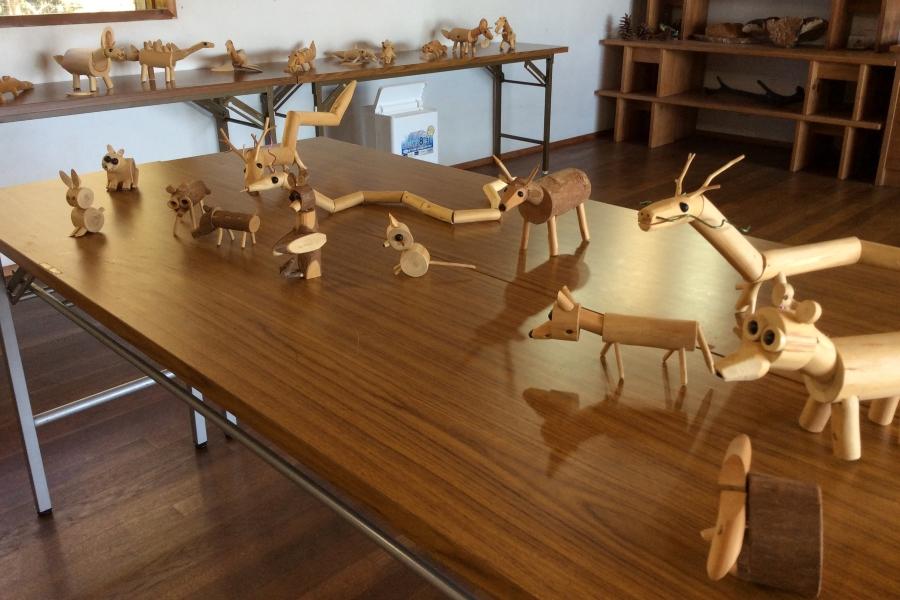 スギやヒノキを使った作品を展示します|香南市の高知県立月見山こどもの森で「間伐材で作った動物たち」