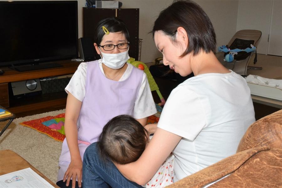 「母乳が足りない」「うまく飲んでもらえない」…授乳の悩みについて助産師さんに聞きました