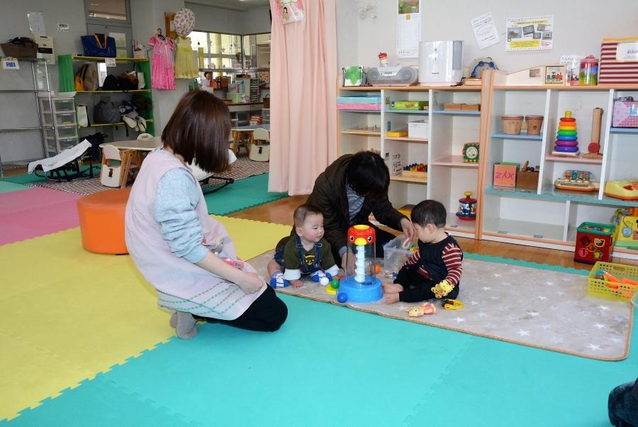 雨の日でも遊べるのが子育て支援センター。「小学生も利用できる場所があれば」という声が寄せられました