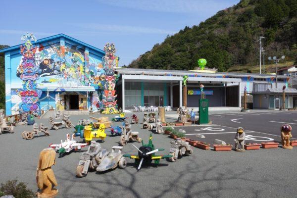 海洋堂ホビー館四万十|四万十の山奥に建てられたフィギュアの聖地