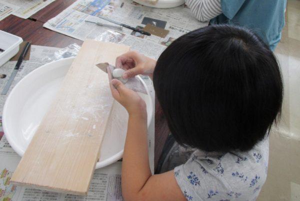 世界に一つだけの勾玉を作ろう|高知県立埋蔵文化財センターで「勾玉づくり」