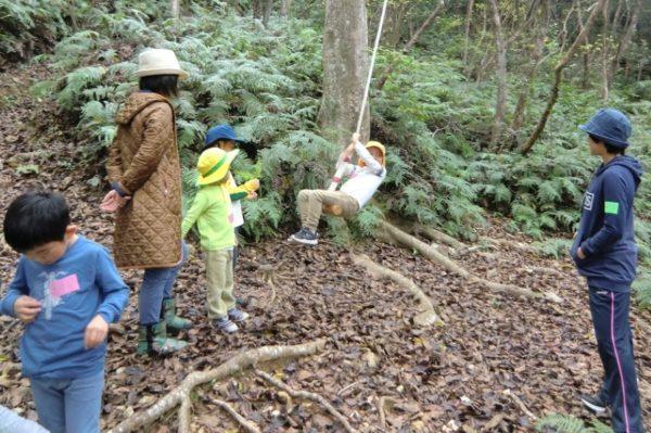 ツリーハウスや木工クラフトで遊ぼう|高知市アジロ自然の森で「森のようちえん」
