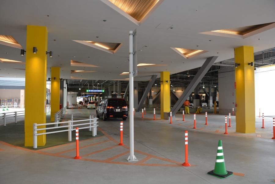 1階は駐車場です