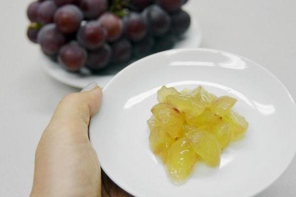 子どもの窒息 大粒ブドウやプチトマトなど、喉に詰まらせやすい食べ物に注意を
