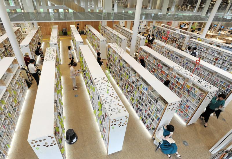 たくさんの県民、市民が利用するようになったオーテピア高知図書館(2019年7月、高知市追手筋2丁目)