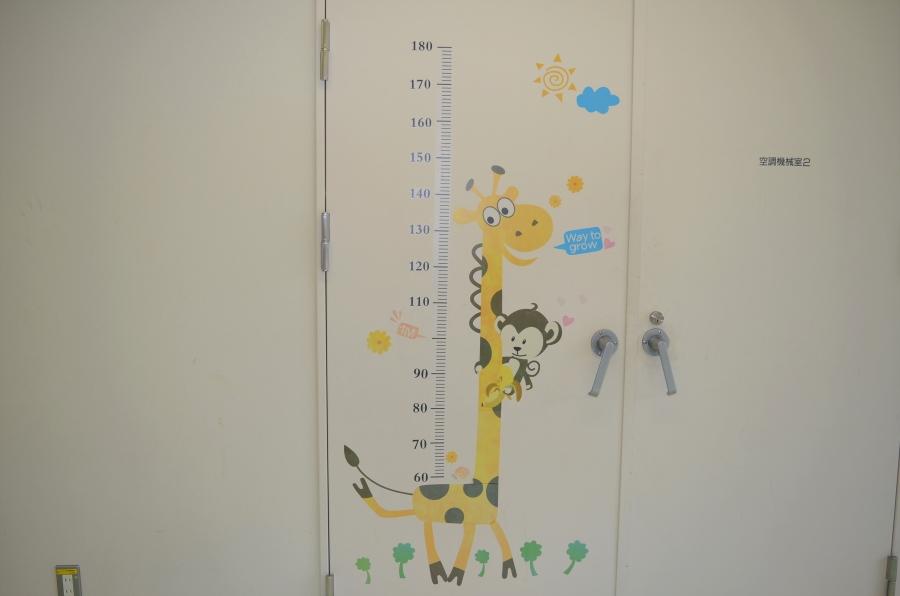 壁には身長を測るキリンさんの絵が!