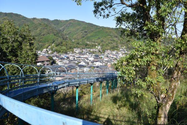 秦泉寺公園 |全長114メートル!元西日本一のすべり台があります