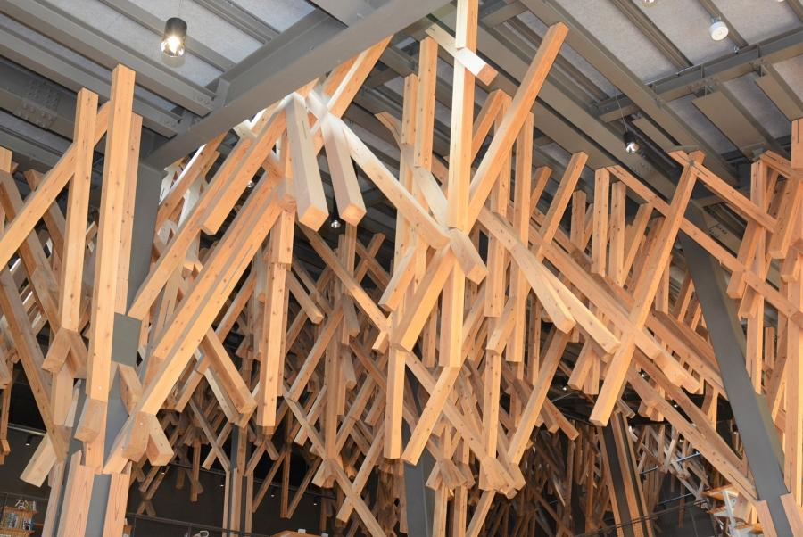 木材と鉄骨が調和しています