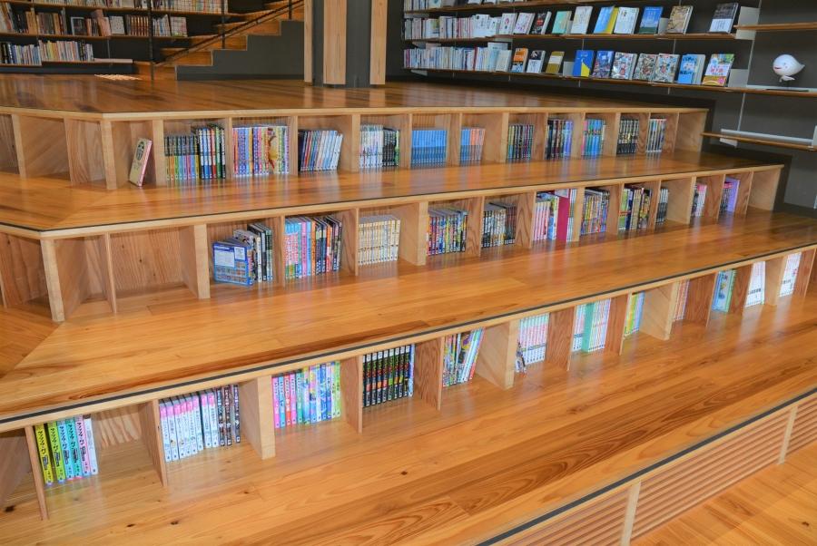段差にも本棚がありますよ