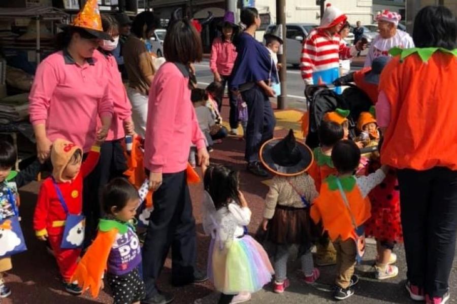 保育園児と一緒に仮装して歩きませんか? 高知市愛宕商店街で「ハロウィンパレード」