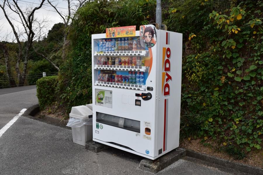 第 1 駐車場に自動販売機もあります。水分補給もお忘れなく