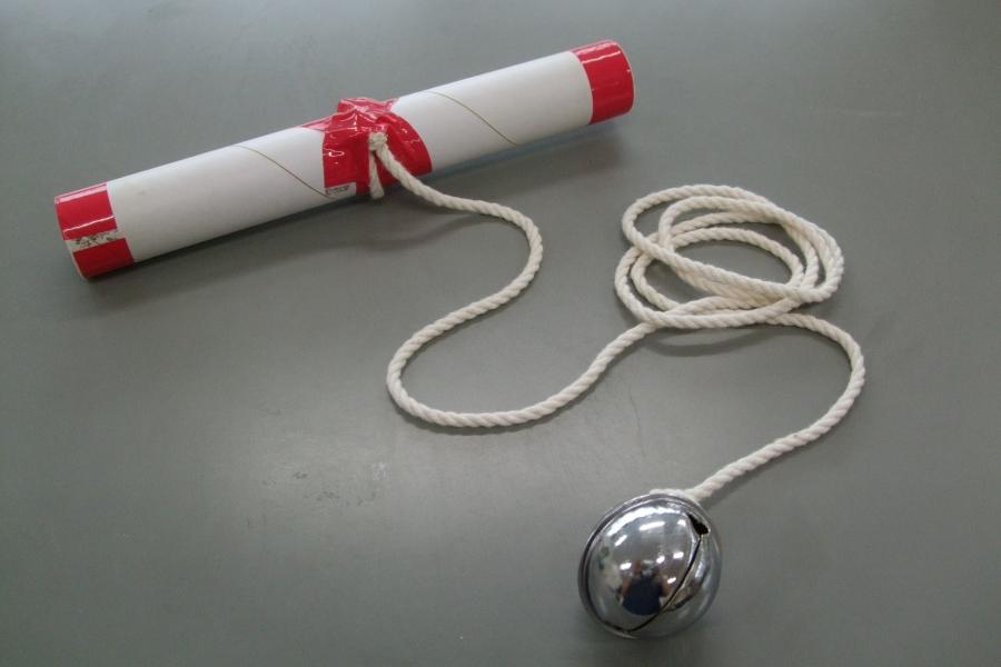 長浜保育園の「糸巻あそび」(写真は全て高知市こども未来部の提供です)