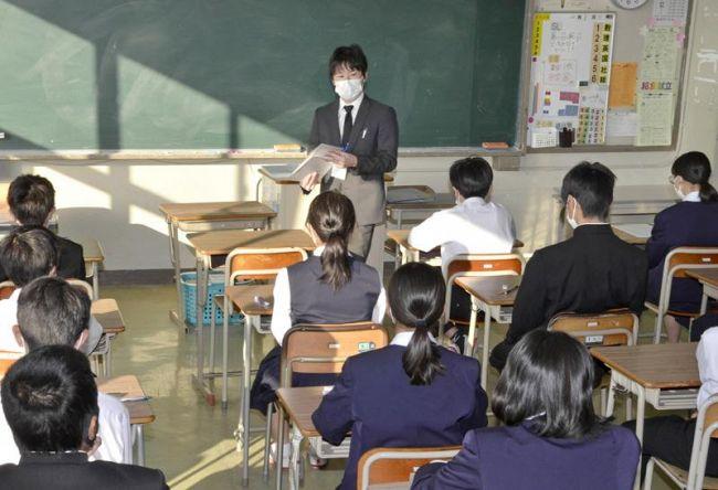 県版学力テストに臨む中学生(土佐市の高岡中)