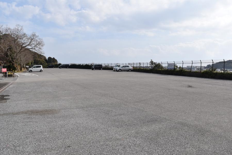 駐車場は広々