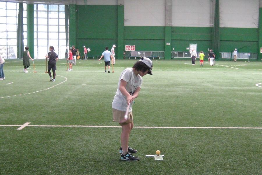家族でスポーツを楽しもう|高知市東部総合運動場で「第30回ファミリーグラウンドゴルフフェスティバル」