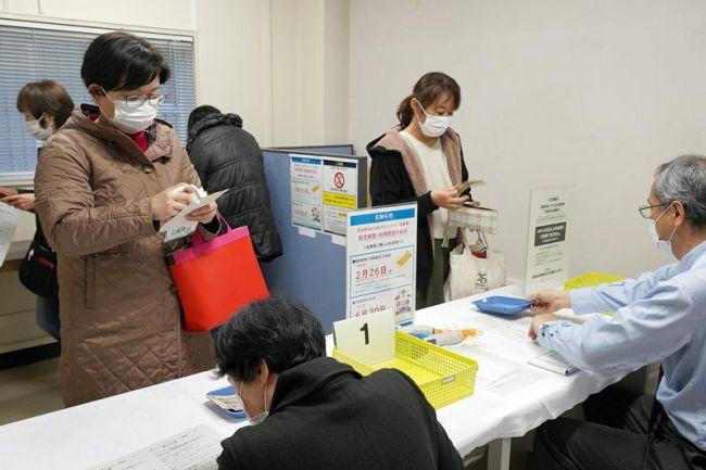 「Go To イート」の販売窓口には多くの人が訪れた(高知商工会議所)