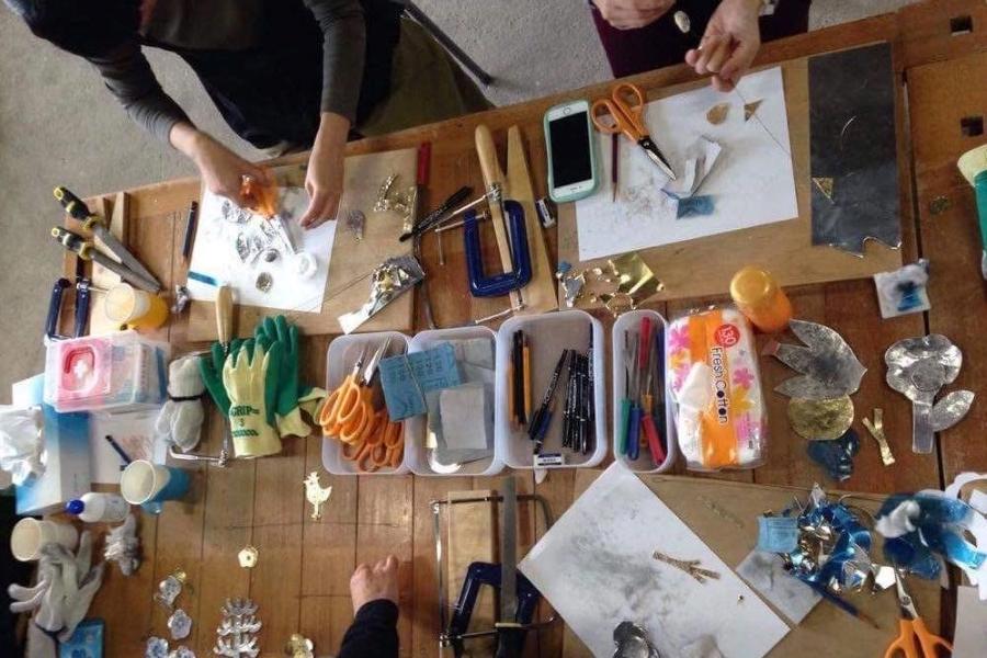揺れるインテリア「モビール」を作ろう|高知市の蛸蔵で親子ワークショップ