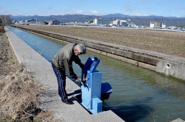 土地改良区が管理する高知市の農業用水路。浄化槽の処理水が流れ込むことを認める見返りとして、放流同意金が徴収されてきた(高知市五台山)