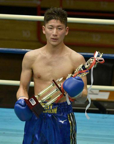四国のジム所属選手として初めて全日本新人王決勝戦で勝利した福永宇宙(東京・後楽園ホール)