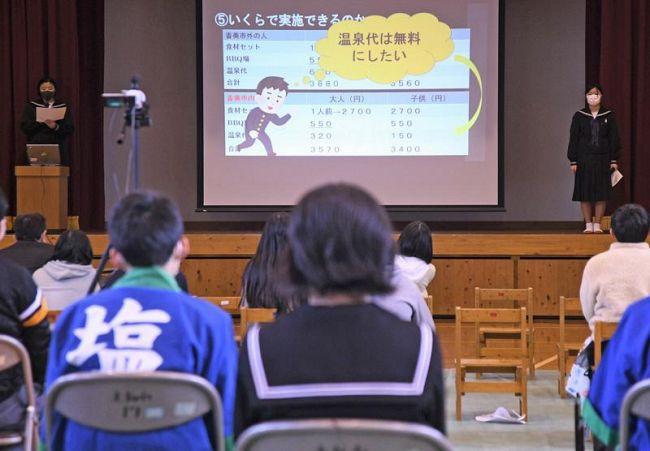 児童生徒が古里の活性化策を提案した合同学習発表会(香美市の大栃小学校)