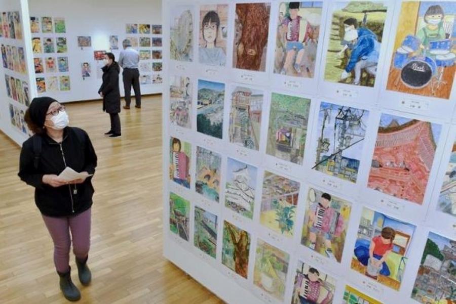 小中学生の作品がずらり 高知県立美術館で「第71回こども県展」の作品展示