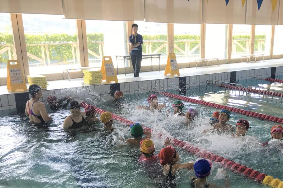 遊びを通して泳げるようになろう|高知市東部総合運動場で「春休み小学生短期水泳教室」