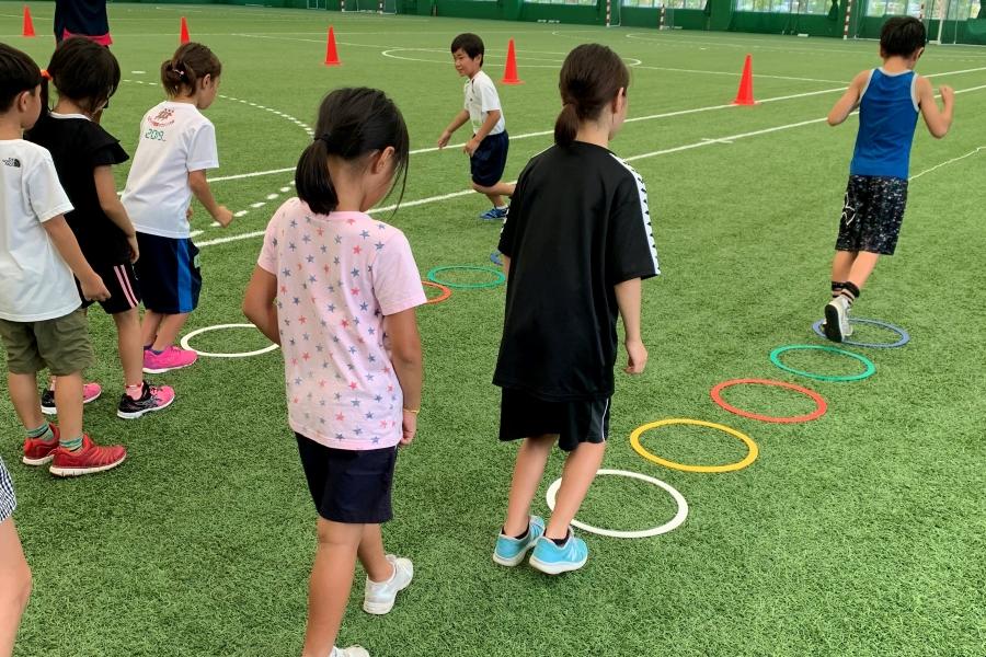 いろんな動きを身に付けよう|高知市の東部総合運動場で「春休み小学生スポーツ教室」