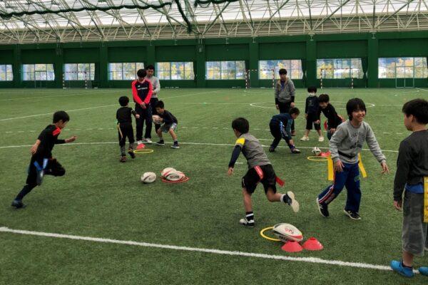ラグビーに挑戦!|高知市東部総合運動場で「小学生タグラグビー体験DAY」
