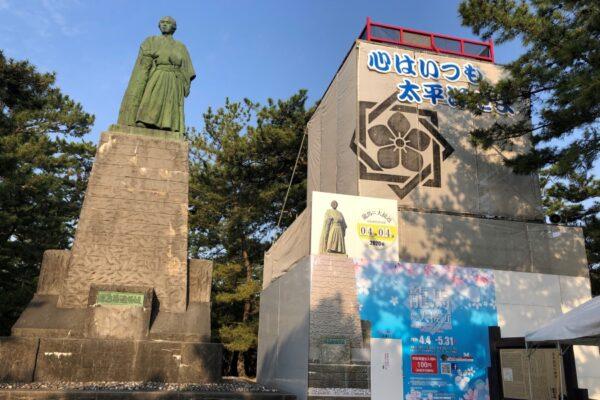 展望台から龍馬像を見てみよう!|高知市の桂浜公園で「龍馬に大接近」