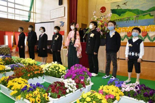 学びやに別れ 高知県内の小中学校で休校・閉校式