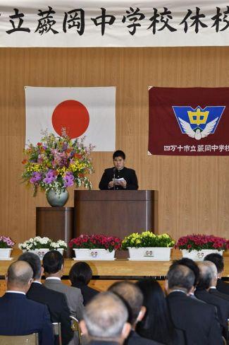 卒業生を代表してあいさつした村松虎次さん(四万十市の蕨岡中学校)