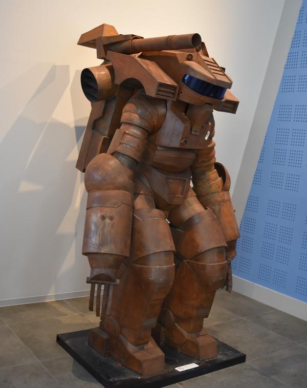 SF 作品「宇宙の戦士」。装着によって戦力が増す「パワードスーツ」の概念はこの作品から生まれました