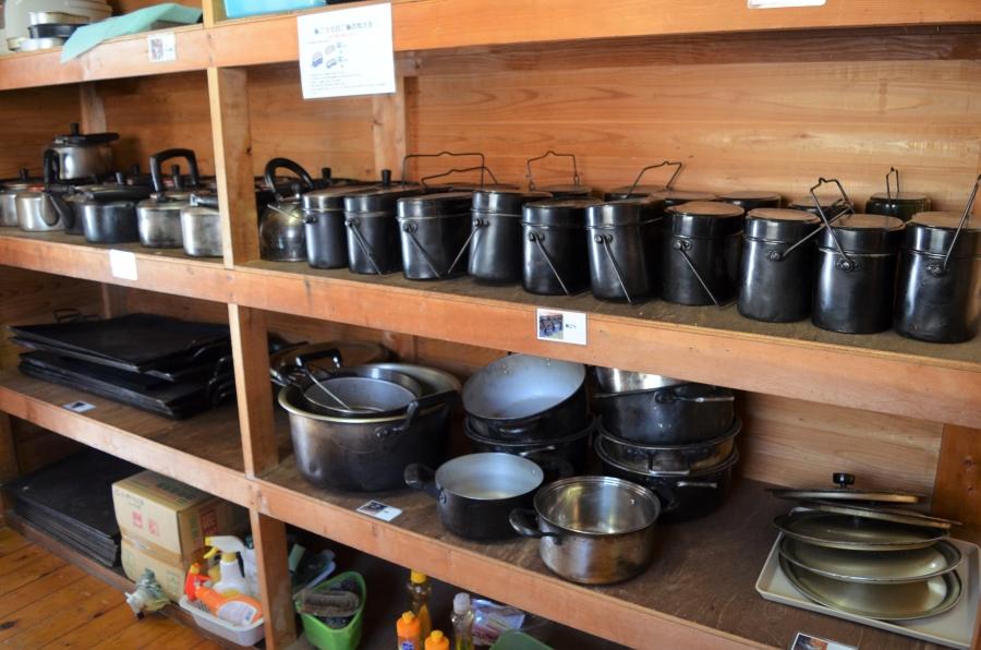 お鍋や鉄板などもあります