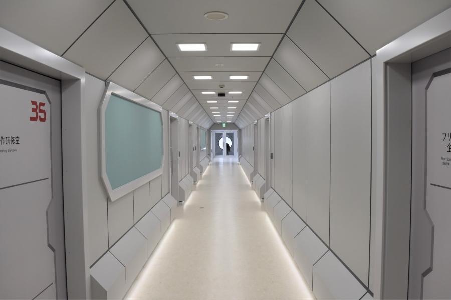 映画のセットのような廊下!フォトスポットとしても楽しめそうです