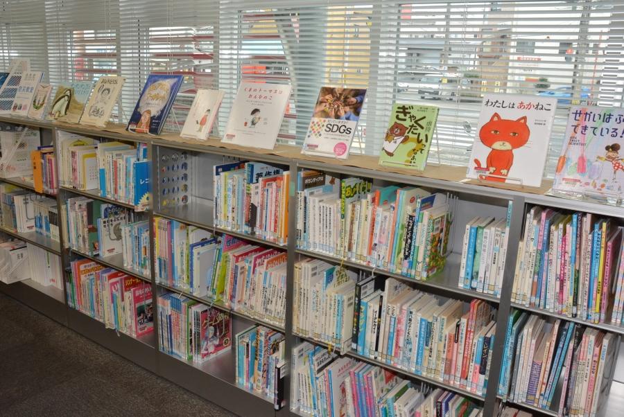 子ども向けの図書コーナー