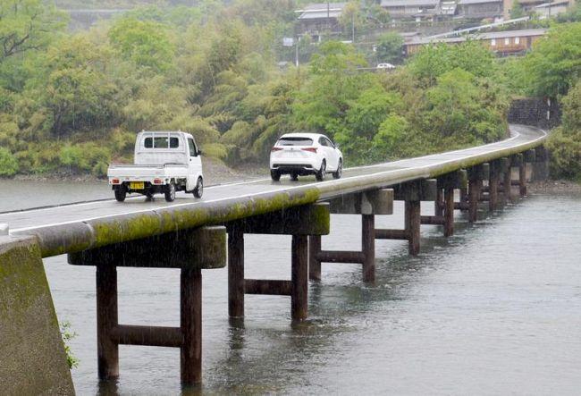 全面復旧した岩間沈下橋(四万十市西土佐岩間)