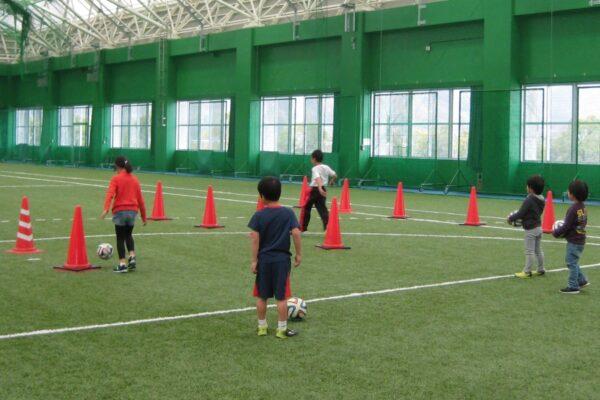 高知市東部総合運動場で「小学生サッカー教室」|初心者でも大丈夫!サッカーの基本を習おう